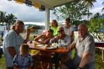 Mariusz i Lucyna z Tomkiem z wnukami w Royal Suva Yacht Club