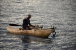 rybak w tradycyjnym czułnie