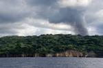 dymiący Yasur widziany z Port Resolution