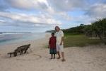 Mariusz z Miriam na białej plaży