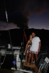 Julka z Tomkiem na tle dymiącego wulkanu