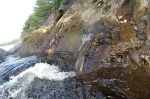 ze skał tryska wrząca woda