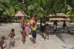 odwiedziny mieszkańców wioski Marau