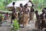 taniec kobiet i dzieci z plemienia Small Nambas 2