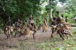 taniec kobiet i dzieci z plemienia Small Nambas 3
