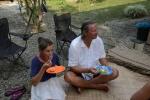 Julka i Mariusz zajadają słodkie ziemniaki i lokalną fasolkę ze śmietanką kokosową
