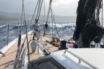 morze uspakaja się - dziewczęta na pokładzie dziobowym