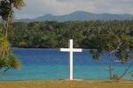 krzyż misyjny na Vao na tle Malakula
