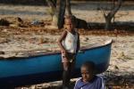 dzieciaki na plaży na Vao