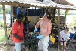 Kuba demontuje silnik z Billem