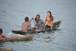 nastolatki z wioski na Bareho Island