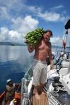 Kuba z kupioną kiścią bananów ZS
