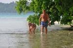 Olka z tatą obchodzą wyspę dookoła