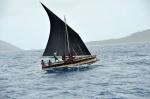 tubylcy na swojej łodzi żaglowej ZS