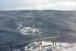 fale podczas sztormu na Morzu Tasmana