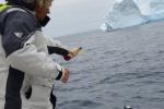 pierwszy łyk rumu za pomyślne wiatry dla Neptuna