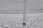 przed dziobem pas czystej od lodu wody