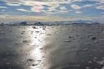 woda cała w drobnym lodzie