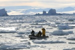 ponton wśród paku lodowego