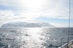 z daleka wyspa wygląda na wolną od lodu
