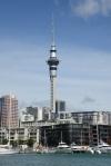 Viaduct Marina i wieża telewizyjna w Auckland