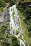 jeden z niezliczonych wodospadów w Doubtfull Sound 3