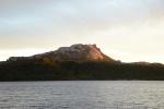góra w promieniach wschodzącego słońca