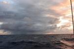 chmury na Pacyfiku o świcie 26.06.2016