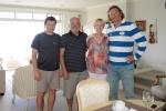 Wojtek i Mariusz z  Kazikiem i Sharin w ich domu w Orewa