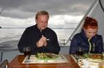obiad podczas płynięcia przez wody Zatoki Haruaki