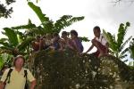 dzieciaki z wioski zainteresowane dimdimami