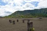 pozostałości po budynku zasypanym przez popiół wulkaniczny