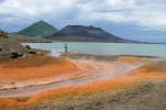 gorące źródła Rababa, a w tle wulkany