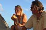 Haneczka upaja się zawarością kokosa ZS