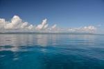 spokojna woda nad Big Fish Reef na zewnątrz laguny