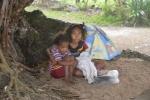 szukanie schronienia przed deszczem