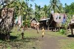 dzieciaki na drodze w Omarakanie