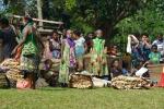 kobiety przy swoich koszach z nununinga