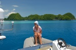 Hanuś na tle Seventy Islands