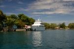 wycieczkowy statek zacumowany w Madang