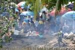 małe targowisko i budki z przekąskami w Madang