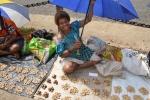 sprzedawczyni orzeszków ziemnych