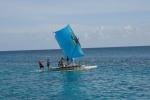Salomon z rodziną płyną na spotkanie na inną wyspę
