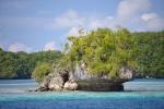 takich skał jest na Palau mnóstwo