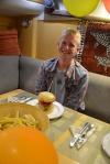 Tomek i jego urodzinowa uczta - hamburgery z frytkami