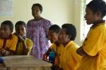 uczniowe śpiewają dla nas i grają