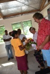 każdy z nas dostaje kwiaty i kokosa od uczniów PK