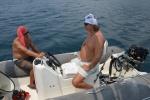 Mariusz i Misio naprawiają silnik od pontonu