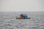 nasze zmory podczas żeglugi po Indonezji - domki rybackie zakotwiczone na głębokiej wodzie