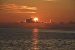 zachodzące słońce nad Helen Reef